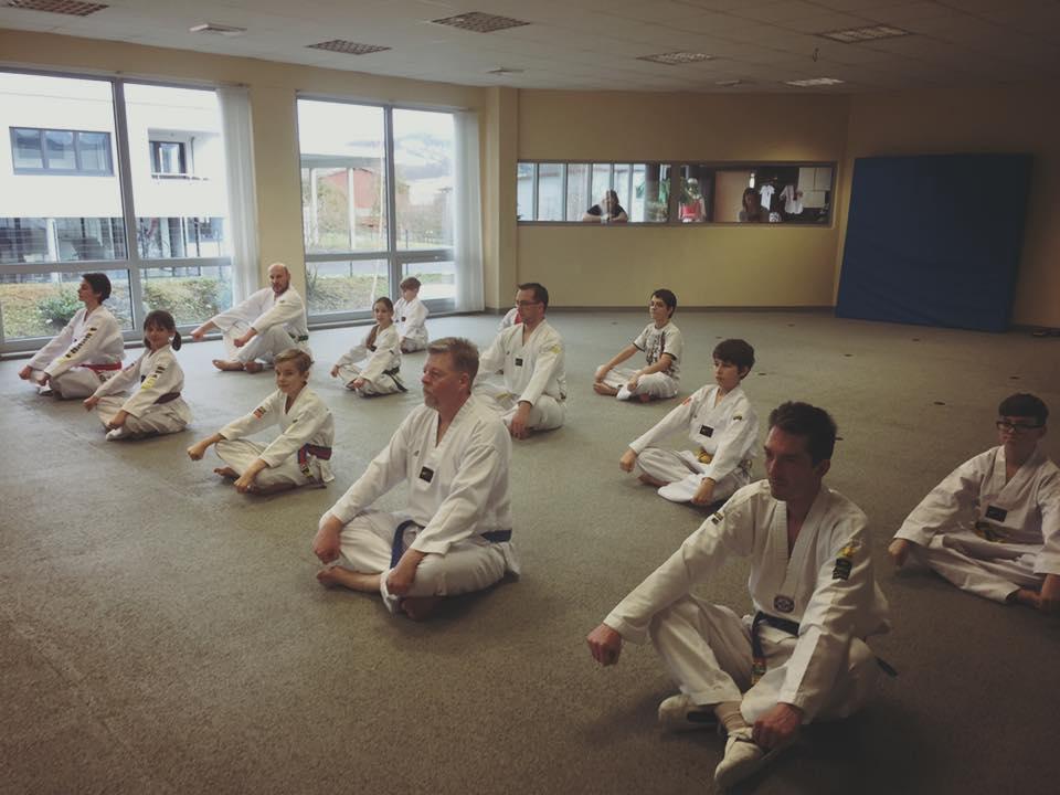 Bild Hände, Gürtel, Anzug, Krav Maga Values Backnang Taekwondo für Jugendliche, Erwachsene